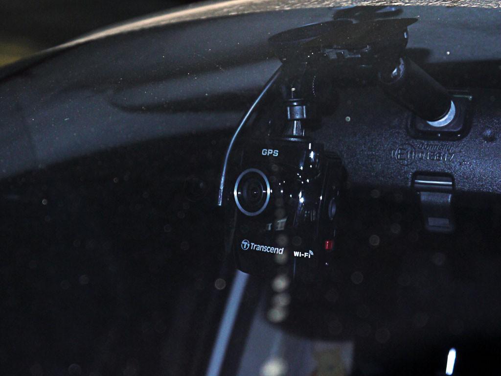 DrivePro 220 กล้องติดรถ Transcend
